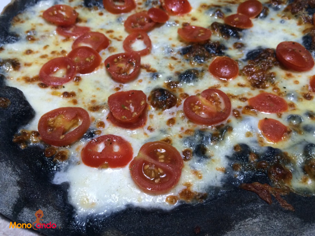 Pizza buffalina al carbone vegetale
